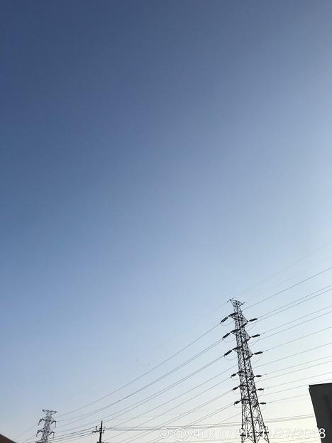 (前写真内の文章27日記の小さな幸せ一杯だった)旅先その1:青空夕暮れ鉄塔は手を繋いでた羨ましいグラデーション~その後店員と相談し笑顔元気もらえる知識丁寧親切出逢い笑顔小さな幸せで高額買い物、生きる力