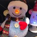 写真: 17:57Night Snowman~お鼻腫れて寒い夜、手袋マフラーニット帽、自分が寝る時と同じ防寒( ´ ▽ ` )隠れてるの、だって寒いし寂しいから…と話し笑ってくれた。温かい人が好き。逃げよう!