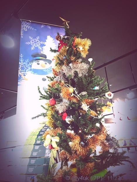 17:40XmasTree & Snowman~夜クリスマスツリーとスノーマンが重なり抱き合っていた。ツリー輝いてる~Night dreaming..make Love(1/17sec:infltr)