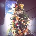 Photos: 17:40XmasTree & Snowman~夜クリスマスツリーとスノーマンが重なり抱き合っていた。ツリー輝いてる~Night dreaming..make Love(1/17sec:infltr)