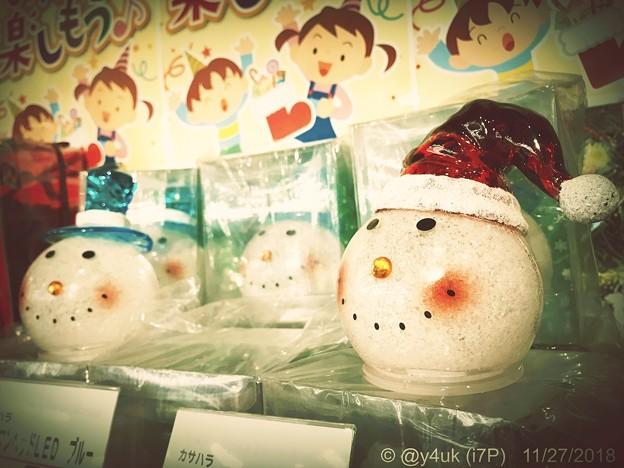 それをスノーマンの首と子どもたちが眺めていた~視線に頬を赤らめ照れて可愛い純粋~Snowman head's & Children's Eye Xmas night..(retouch:infltr)
