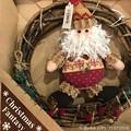 写真: リースサンタ*Christmas Fantasy*北欧的で温かいHeartwarming Xmas goods~サンタとリースが合体して一石二鳥だね!でもサンタは行かなきゃ子どもたちのため世界へJoy