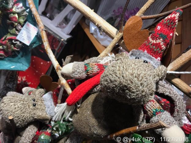 謎の君の名は(ムーミン?)~北欧的*オシャレファッションしちゃってどこ行くの?手編みカラフルな帽子とマフラーして可愛く2人は夜Xmasデートだっていいなぁじゃプレゼントいらないねラヴラヴね!欲しかった