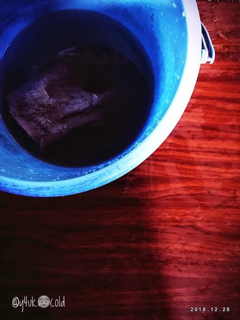 Photos: 12.28今年残り3日。光と陰の気持ちが騒ぎ出し交差錯綜。年末寒波&体調悪い中、バケツに汲んで持ってきて冷たい水で再び素手で雑巾…汚れが酷いから家。雑巾がけだけですが。今しかない!ニベアのおかげで素手