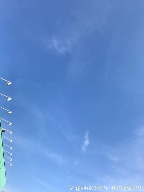 Photos: 18旅先その1.お店の青空、春空、雲、Stage of Shinelights~始まったばかり疲労関節痛生活苦春だるさ命がけBlueSky好きな繊細クリアー解像度ならAK70MKIIよりAK100II