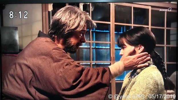 """Photos: NHK""""なつぞら""""号泣告白:なつ「挑戦したいのさ、じいちゃんが1人で北海道に来て開拓したように。気づいたのさ私じいちゃんみたいになりたいって」頬への手は孫を愛す様。草刈正雄さんのどっしり感で観てられた"""