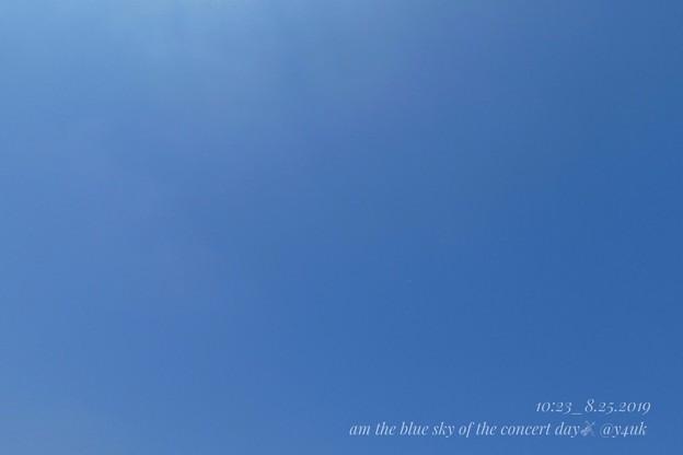 Photos: 8.25_10:23am the blue sky of the concert day~青空のみコンサート当日、午前の朝は雲はなかった。久しぶりに澄んだ青のみ。小さな幸せの予感。応援してくれてる青空