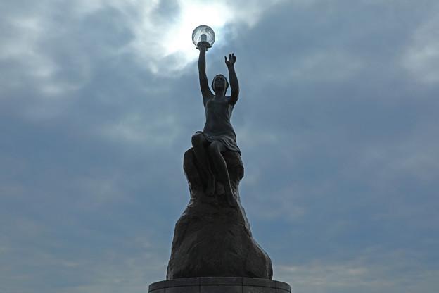 波灯の女灯台