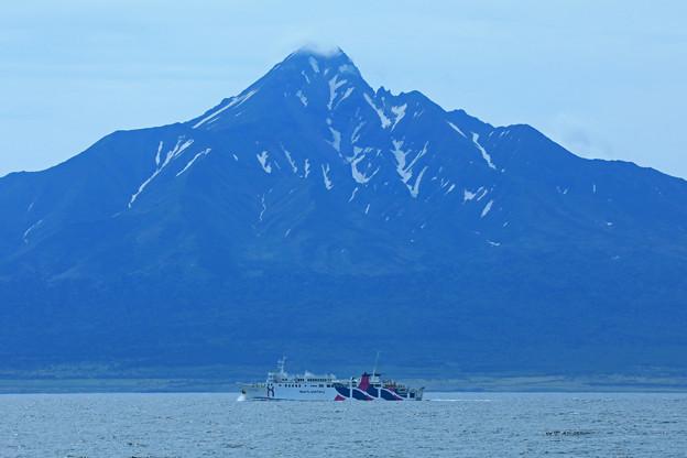 海峡越しの利尻富士
