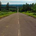 写真: 海まで伸びる直線道路