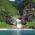 写真: カムイワッカの滝