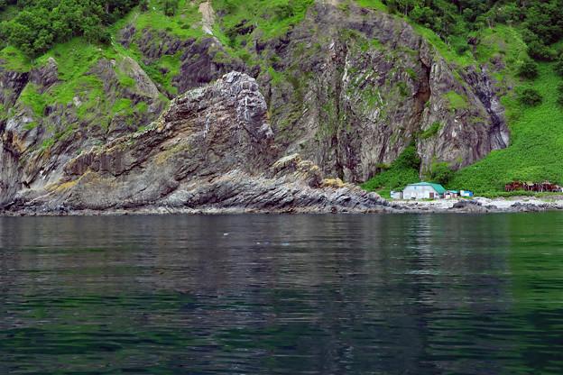 巨大な奇石 鮭の番屋