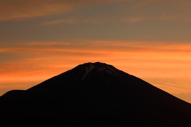 梅雨雲の夕照