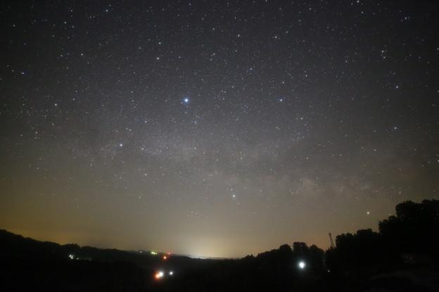 写真: 棚田と天の川