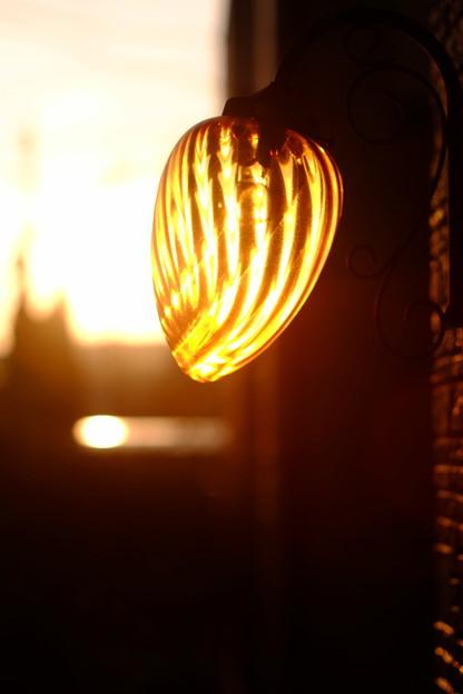 うちの明かりは朝灯る