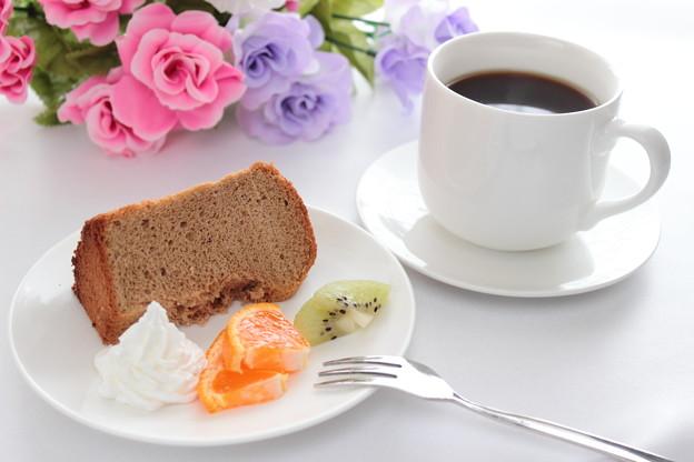 手作りシフォンケーキとコーヒー