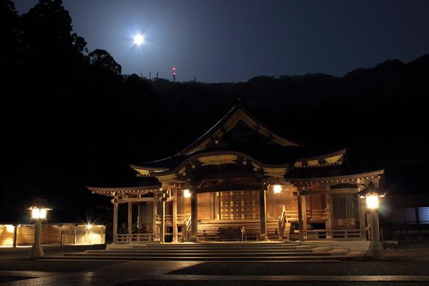 2016年4月 月夜の弥彦神社