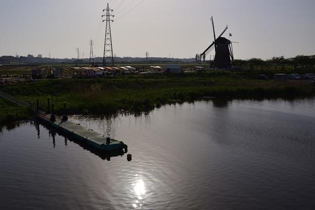 オランダ風車のある街