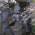写真: 鷹取山の磨崖仏