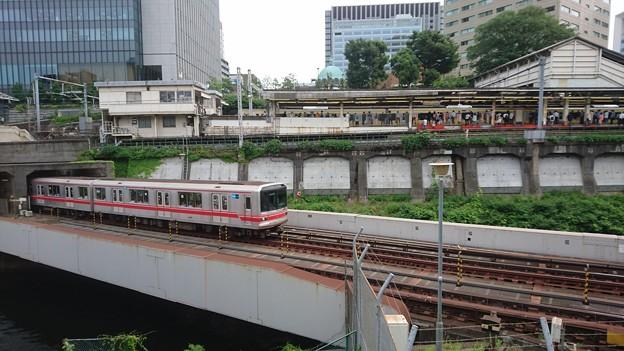 御茶ノ水駅と東京メトロ丸ノ内線