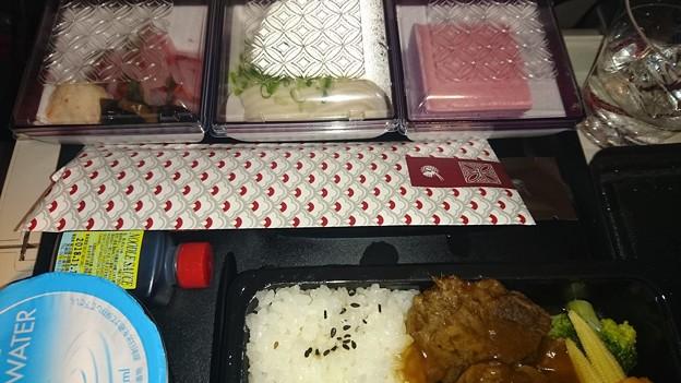 QR807便の機内食