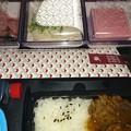 写真: QR807便の機内食