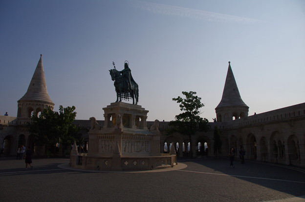 漁夫の砦と聖イシュトヴァーンの騎馬像