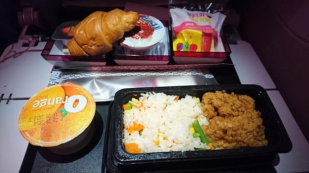 QR812便の機内食