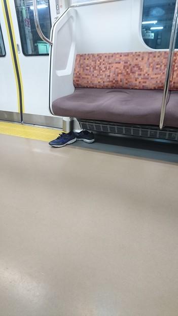 三鷹の電車の靴