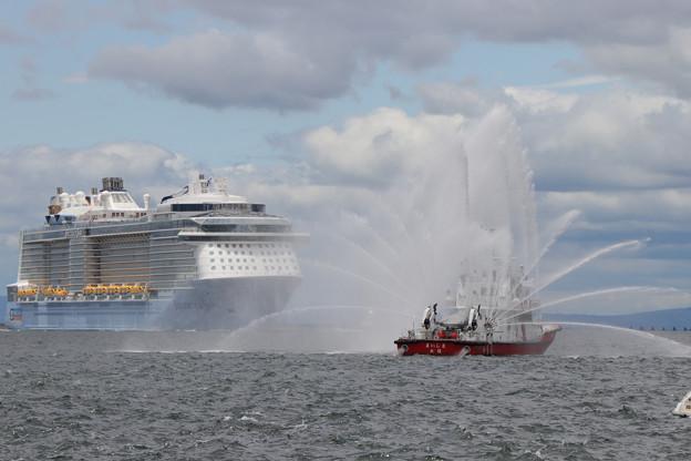 Photos: 歓迎放水開始
