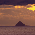写真: 浮いて見える島