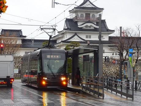 富山城と市電