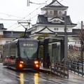 写真: 富山城と市電