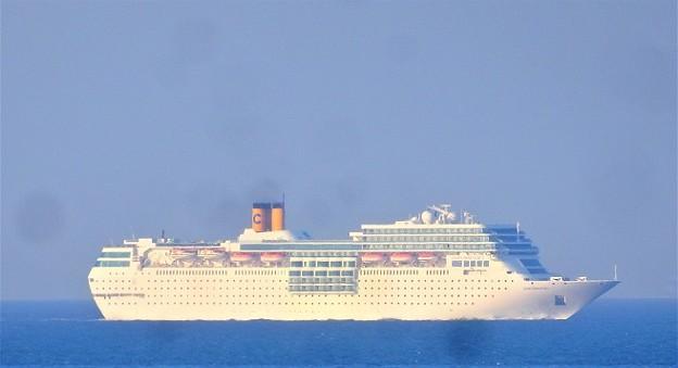横須賀沖を豪華客船^^