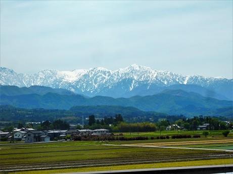 写真: 車窓立山~新幹線