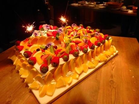 写真: 巨大ケーキ^^