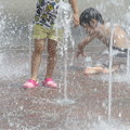 写真: 水遊び・・