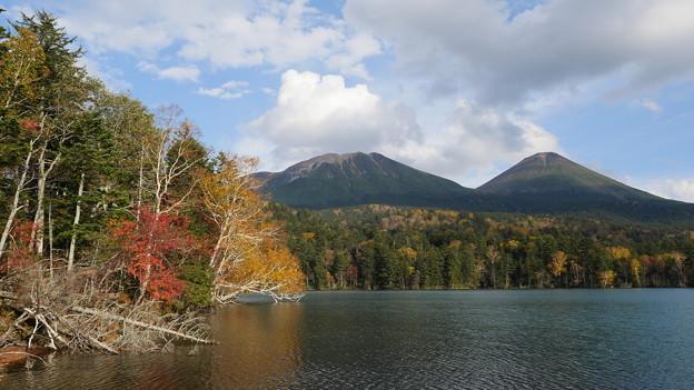旅愁を誘う秋のオンネトー