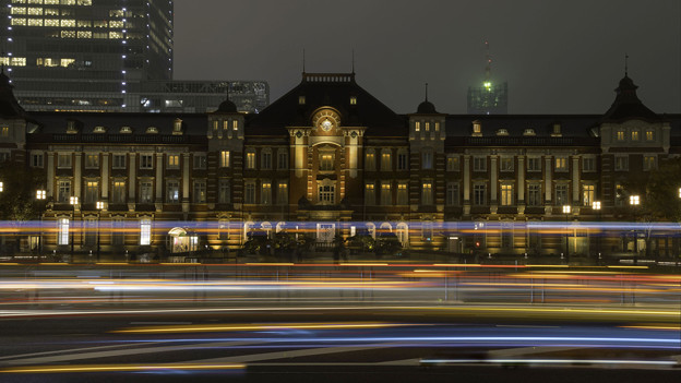 東京駅と光跡