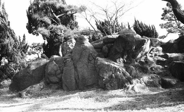 写真: S53 大浜公園内の巨石