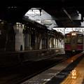写真: 冷たい雨の秋田駅2