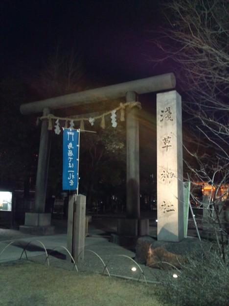 浅草神社鳥居。鳥居だからいいよね。