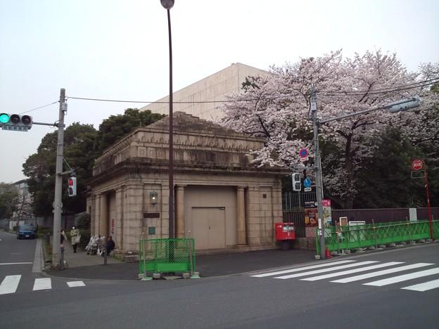 京成博物館動物園前駅出入口跡1。