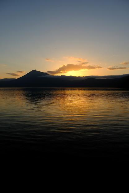 写真: 夕暮の支笏湖2
