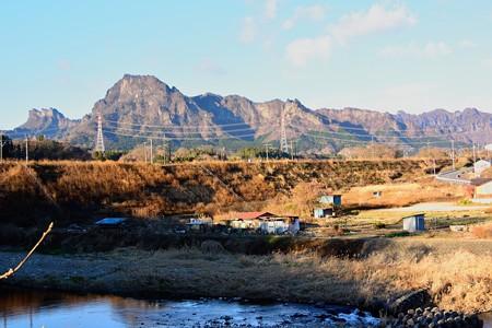 妙義山と信越本線の築堤