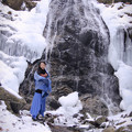 写真: Part of the waterfall freezes