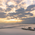 写真: 冬の湖(朝)