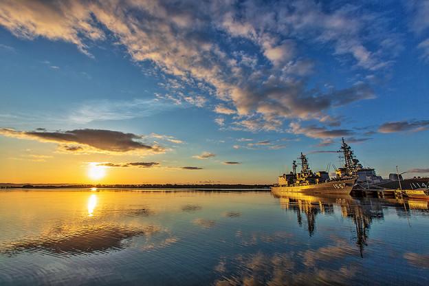 護衛艦の朝