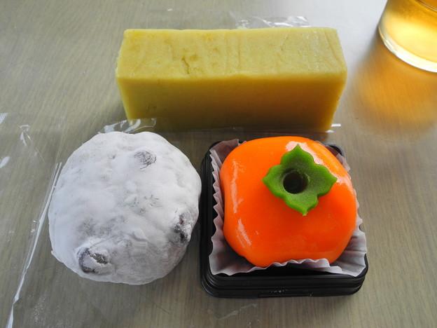 Photos: 2018.10.15 今日食べたお菓子(高砂製菓:芋ようかん、豆大福、熟柿)