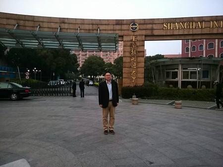 上海外大にて